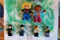 AdaŤ-i-jego-drzewo-genealogiczne-z-klock-w-Lego.-F1022x1022